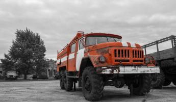 В Кузнецке Пензенской области загорелся железный вагончик