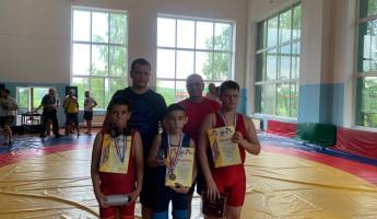 Борцы из Пензенской области стали победителями окружного турнира