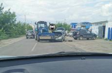 В селе Засечное трактор столкнулся с легковым автомобилем