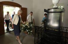 Валерий Лидин возложил цветы к могиле Лермонтова
