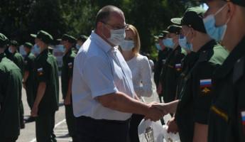 Олег Мельниченко проводил в армию призывников из Пензенской области