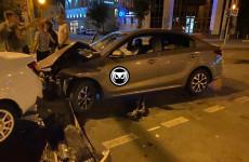 Ночью в центре Пензы разбились две легковушки. ФОТО