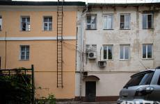 Двойной дом и двойные стандарты. В Пензе отремонтировали здание наполовину