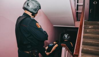 В Пензе пьяный мужчина устроил погром в чужой квартире