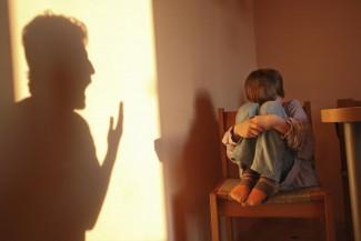 В Пензе мать довела кулаками семилетнего сына до больничной койки