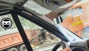 На трассе в Пензенской области грузовик снес столб. ФОТО
