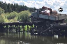 В Пензенской области под грузовиком обрушился мост. ФОТО