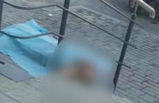 Опубликованы фото с места гибели пензенца, выпавшего с 13 этажа