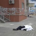 На улице Ладожской из окна 9-го этажа упал мужчина