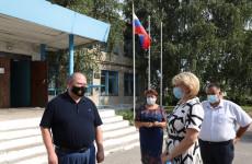 После визита Мельниченко в Башмаковском районе отремонтируют школу и детсад