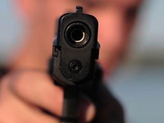 Изверг выстрелил в лоб жене на глазах у сына