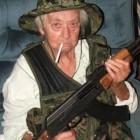 79-летняя оторва расстреляла банду наркоторговцев из калаша и спасла двух копов