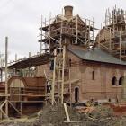 В Пензенской области с крыши строящейся церкви упал пьяный рабочий
