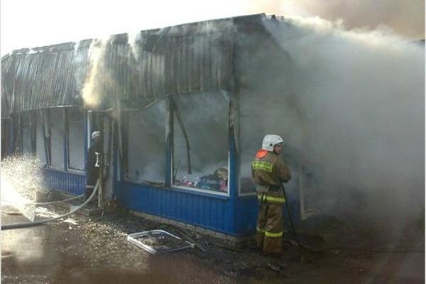 ВПензе наулице Ушакова сгорели торговые павильоны