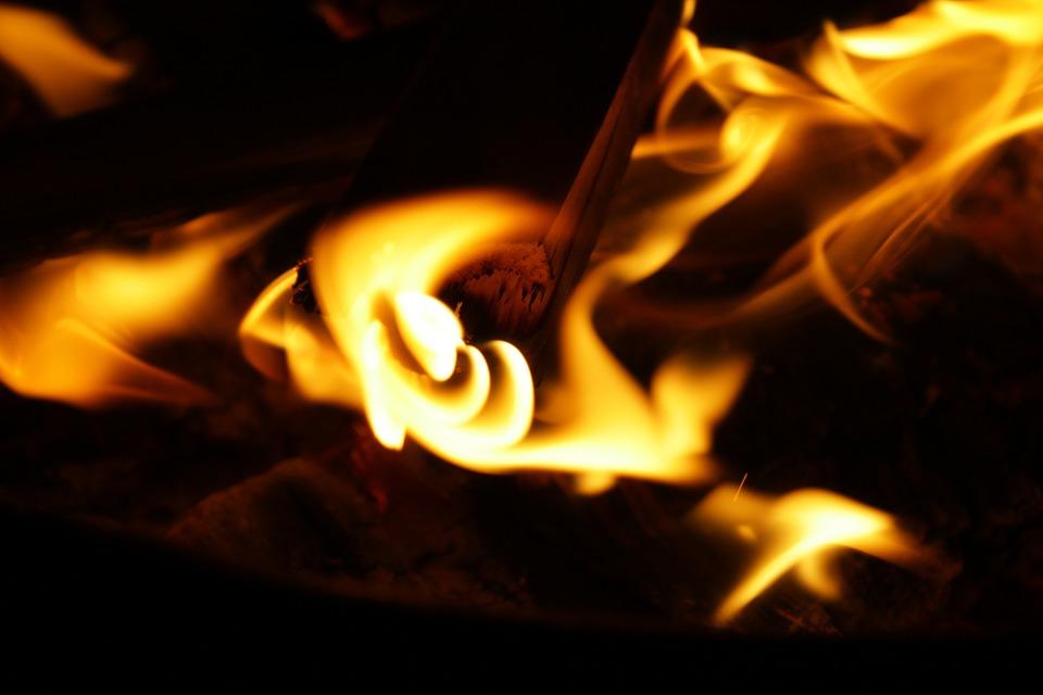Ночью наулице Лядова вспыхнула отечественная «семерка»