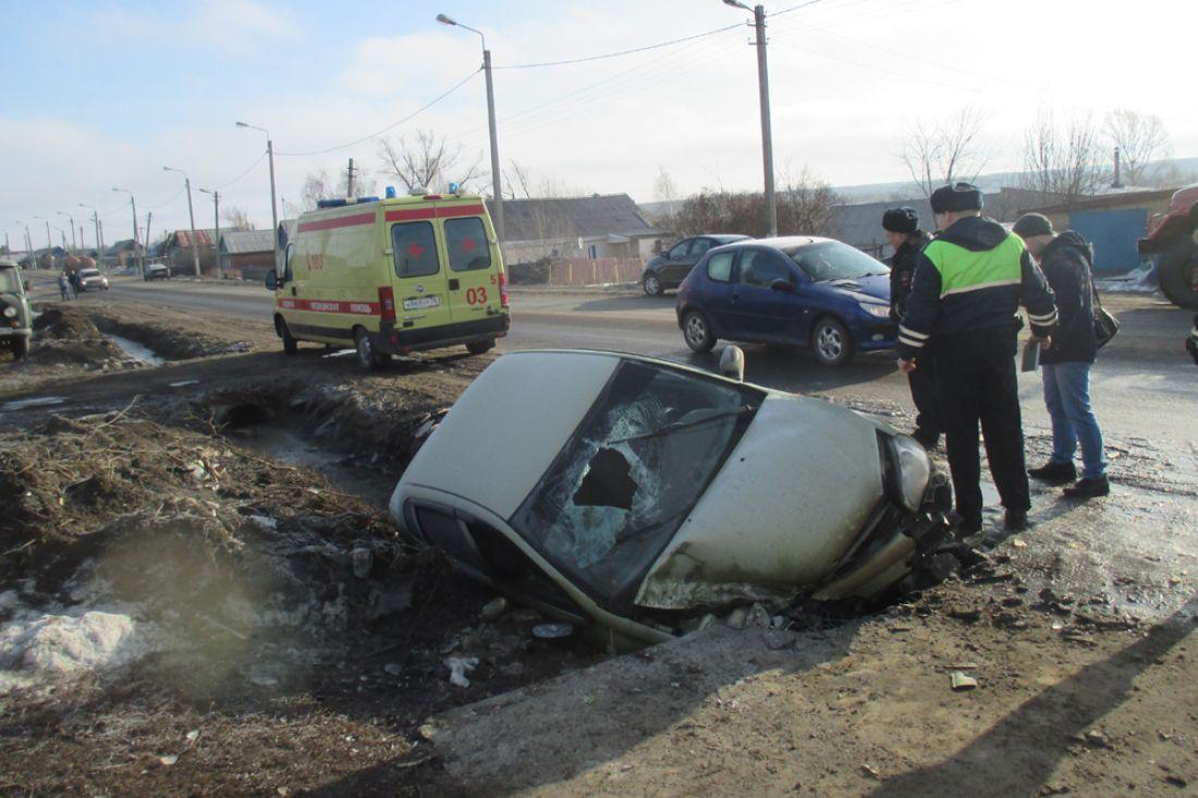 Автоледи сбила пешехода ивылетела вкювет под Пензой