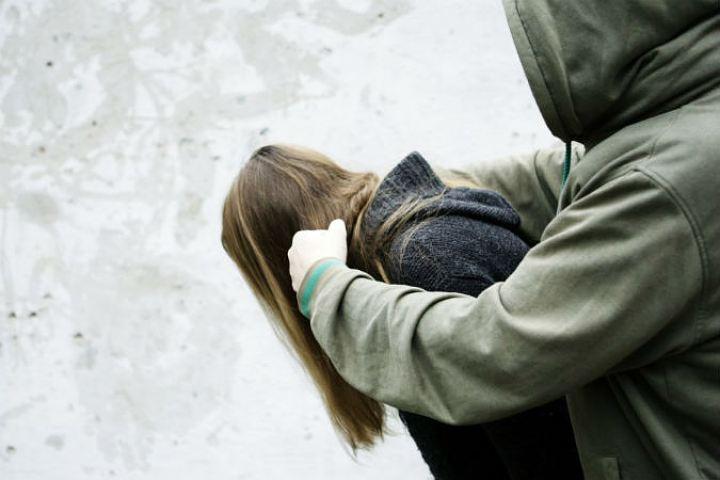ВПензе 18-летний парень надругался над 17-летней иограбил ее