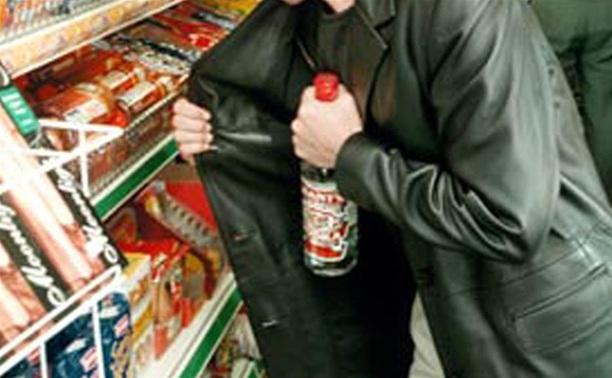 ВПензенской области товаровед заперла вмагазине правонарушителя