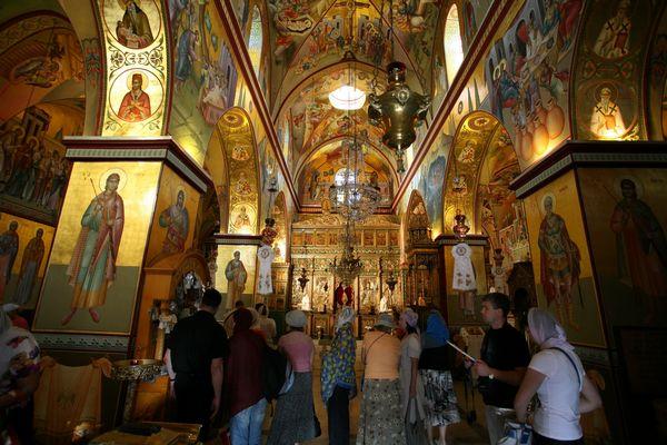 Икона счастицей мощей святой Матроны Московской доставлена вКарповскую церковь