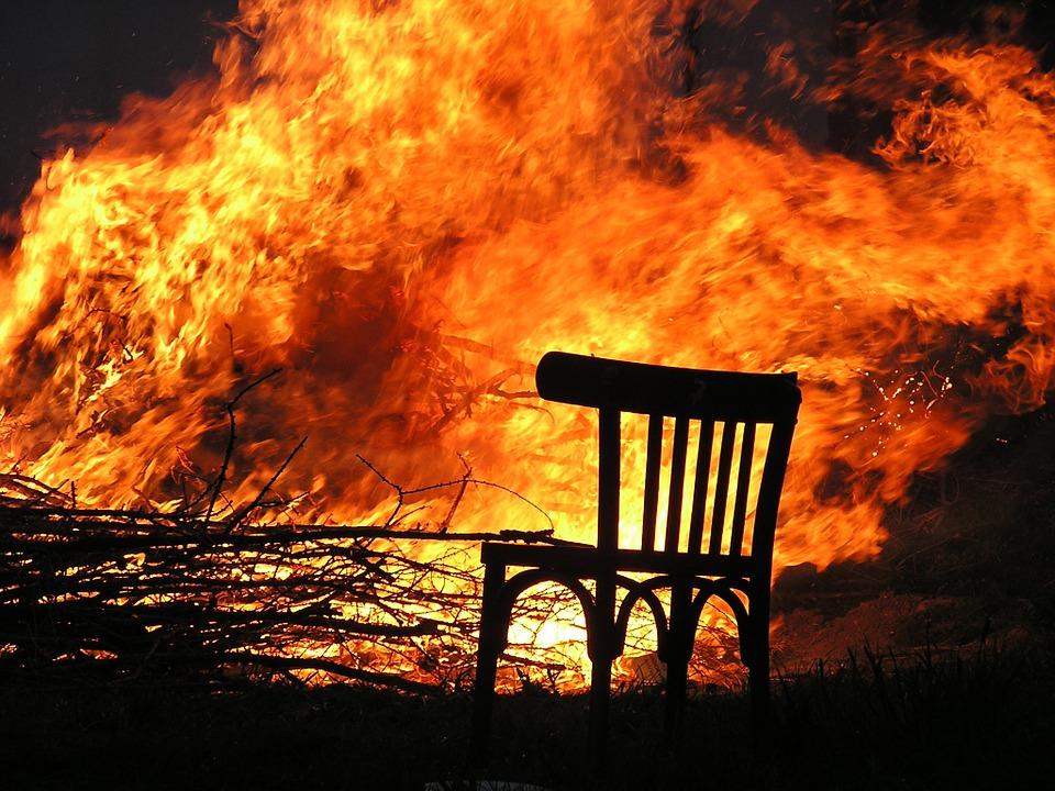 Сердобчанка подожгла дом соперницы изревности