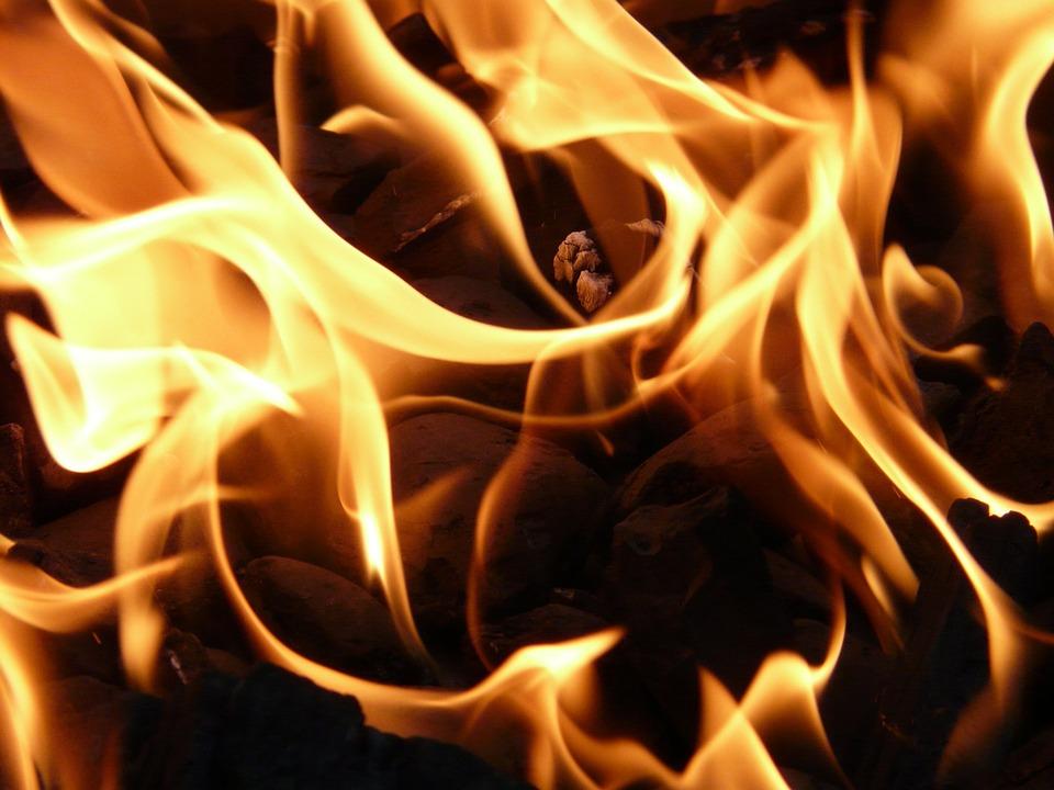 ВПензенской области пожарные спасли изгорящего дома человека