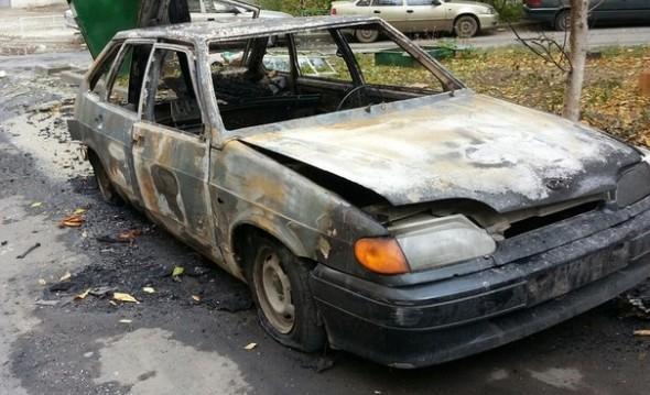 Ночью наКарпинского огонь уничтожил две легковые машины