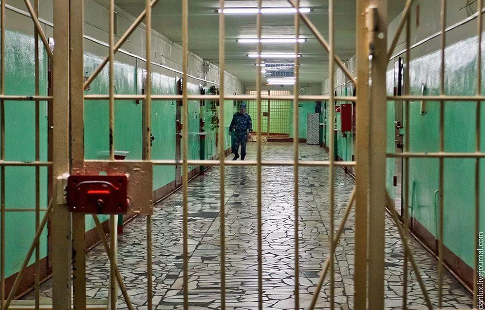 32-летняя сердобчанка зарезала экс-мужа, пришедшего вгости кдетям