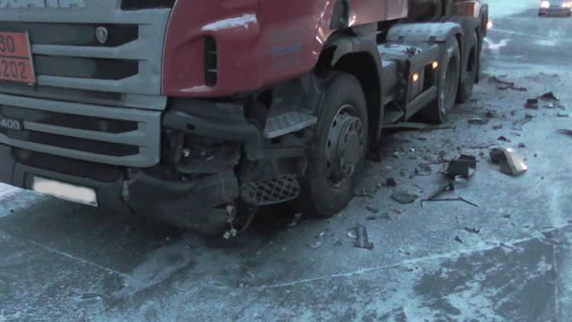 ВГородищенском районе фура Scania столкнулась с«Приорой»