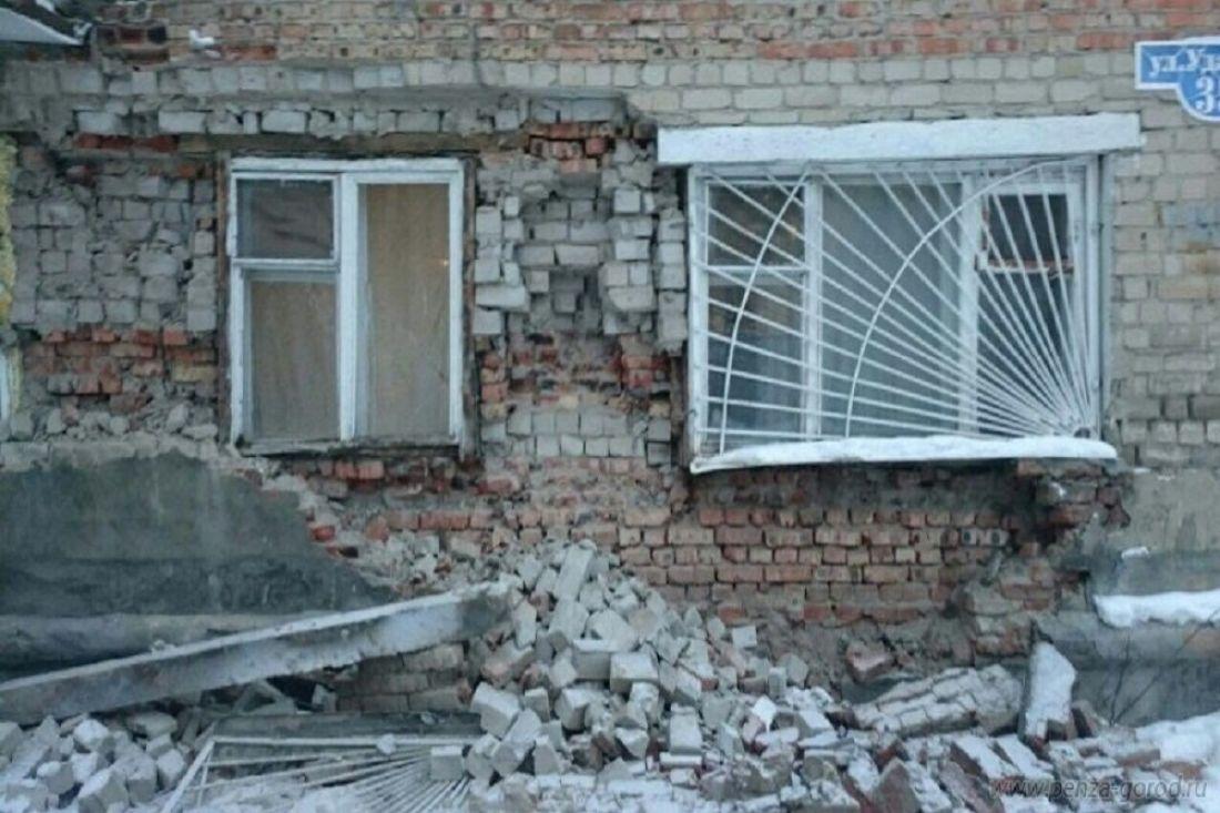 Наударной обрушилась стена общежития