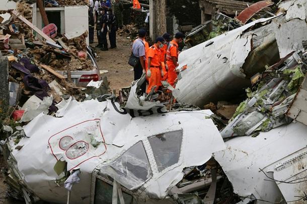 Все пассажиры ичлены экипажа выжили после крушения Ил-18 вЯкутии
