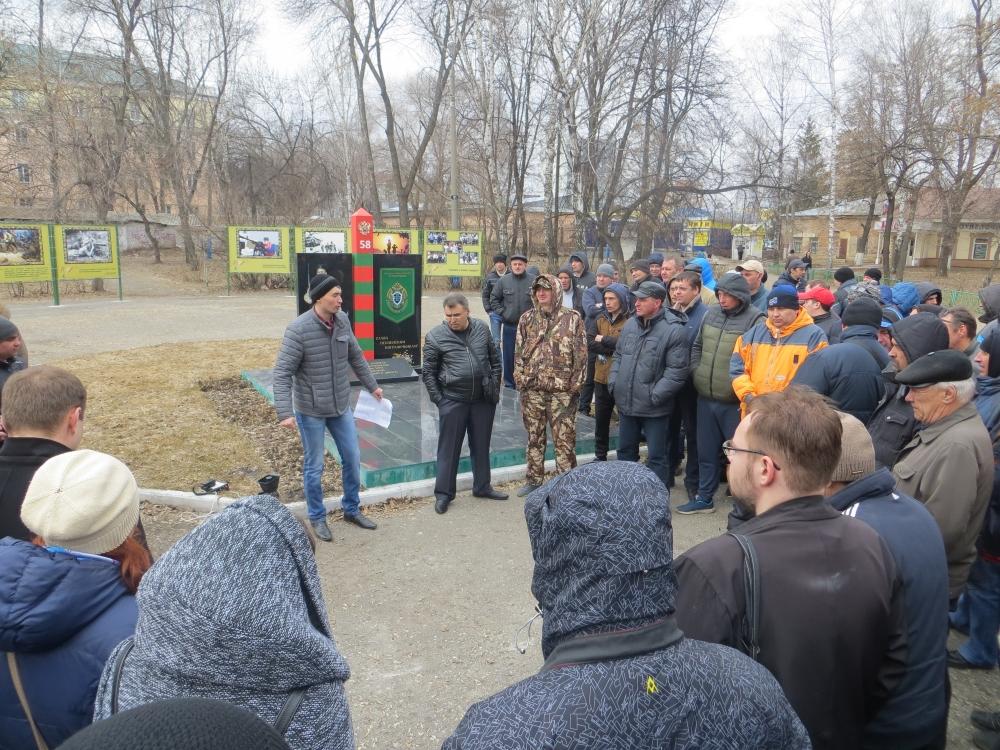 Всквере им.Дзержинского состоялся санкционированный митинг водителей легкового такси Пензенской области