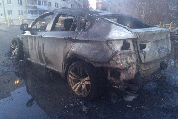 ВПензе полыхающий «BMW X6» пытались спасти шесть огнеборцев