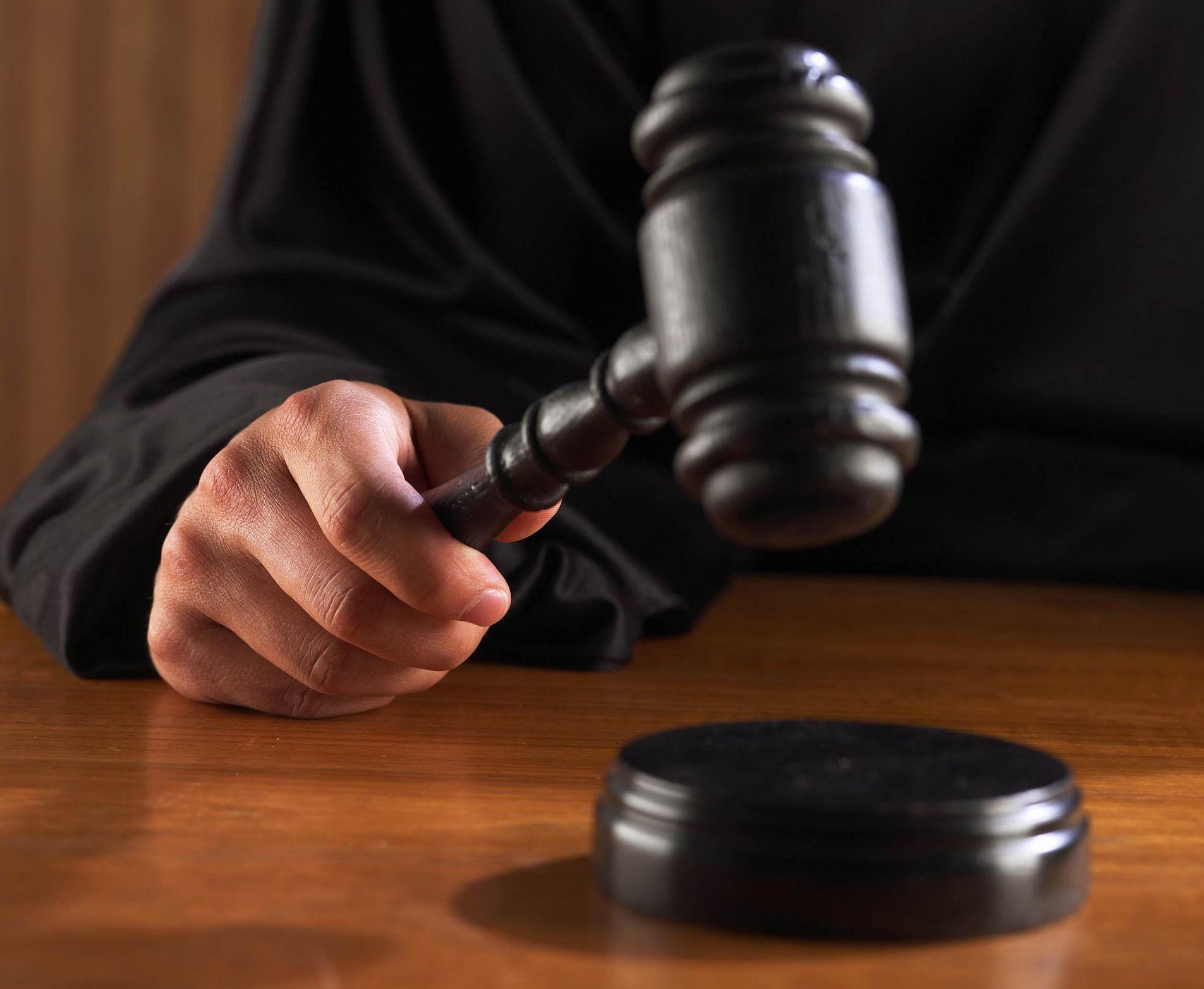 Пензенский экс-полицейский ответил всуде завзятки отпохоронной компании