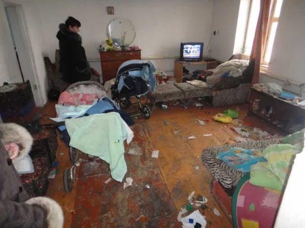 Елена Столярова помогает семье, вкоторой 3-х детей морили голодом