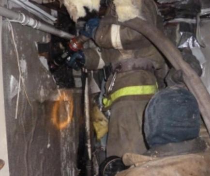 Вмногоэтажке наКалинина cотрудники экстренных служб тушили пожар