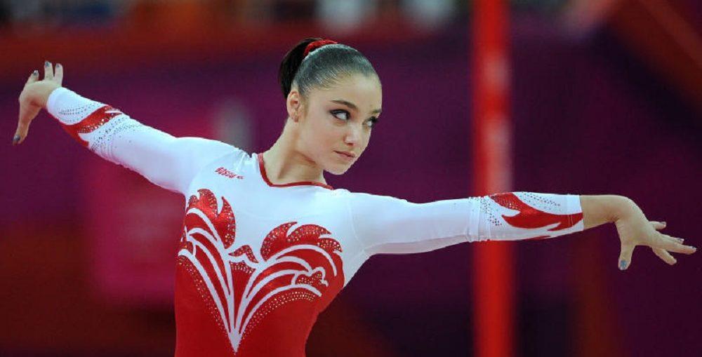 Гимнастка Мустафина сказала оразводе сотцом собственной дочери