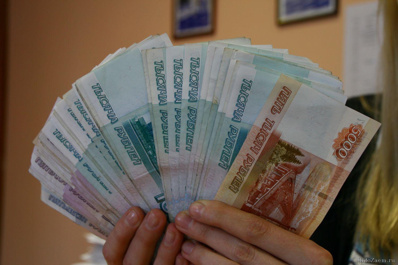 Женщина украла успящей приятельницы 750 000 руб.
