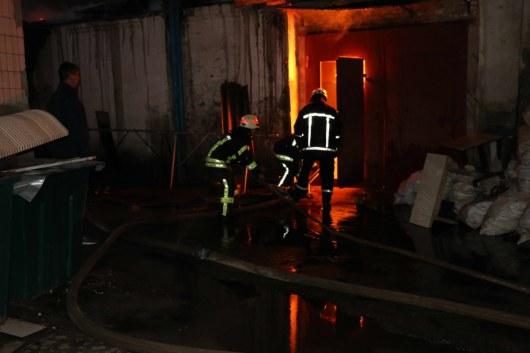 Пожар накондитерской фабрике вПензе тушили неменее тридцати человек