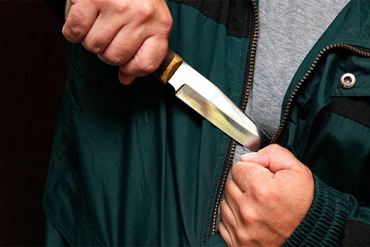 Пензенец пырнул прохожего ножом наулице Рябова