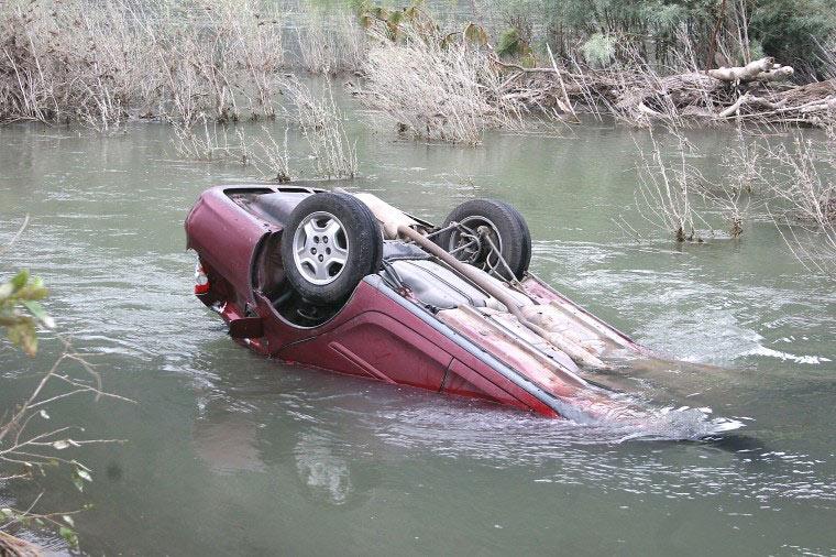 ВПензе осудили водителя, похоронившего пассажира, при падении машины вреку