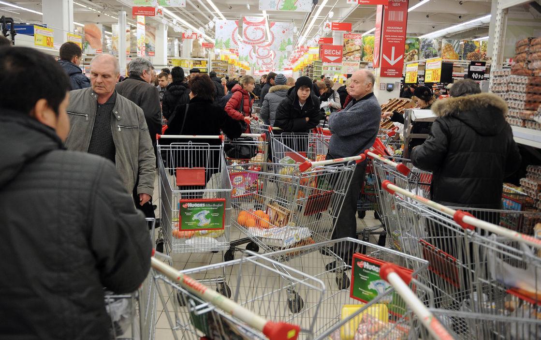 Мантуров проинформировал о планах ввести «продуктовые карточки» в нынешнем 2017-ом