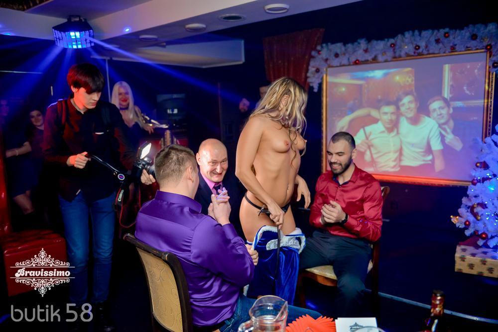 Порно вечеринка со стриптизом видео мужиками порно секс