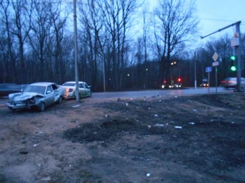 Надороге «Тамбов— Пенза» шофёр «Гранты» устроил тройное ДТП спострадавшими