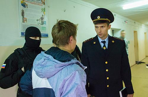 Встуденческие общежития наАустрина иСобинова нагрянул полицейский спецназ
