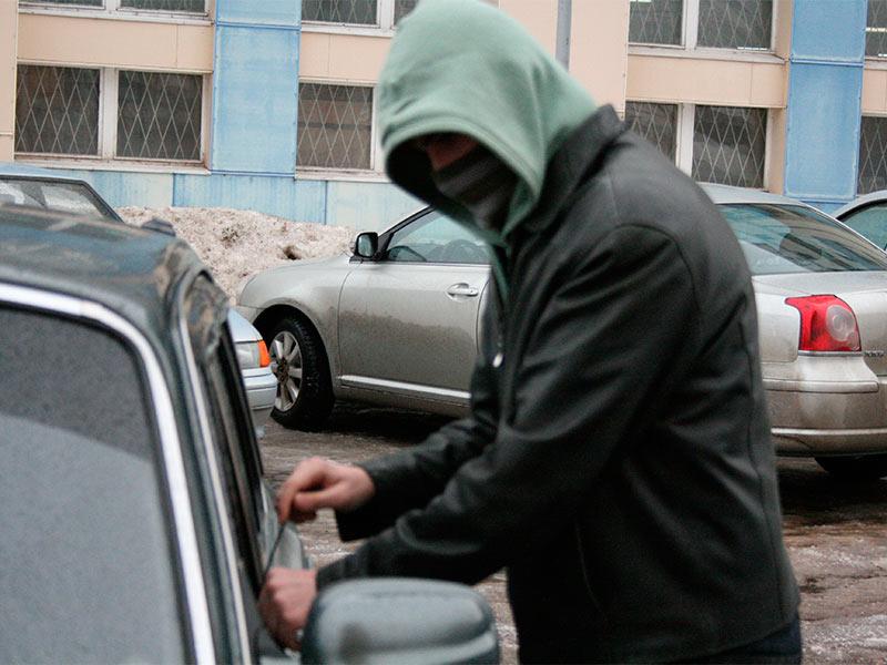 За серию краж каждому автоугонщику грозит наказание в виде лишения свободы на срок до 10 лет, автомобиль, кража