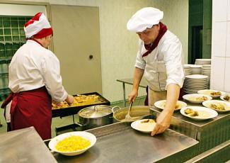Родители пензенских детей проконтролировали процесс приготовления еды в пищеблоке детского сада № 19