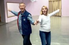 Беременная Галя Боб исполнила танец со своим первым тренером из Пензы