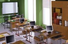 Пензенских родителей заставляют покупать мебель и окна для школ