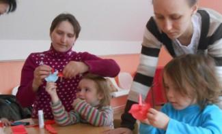 В Пензе дети склеили бумажных птичек в парке Ульяновых