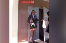 Малахов пришел в психбольницу к Диане Шурыгиной с цветами и плюшевым медвежонком